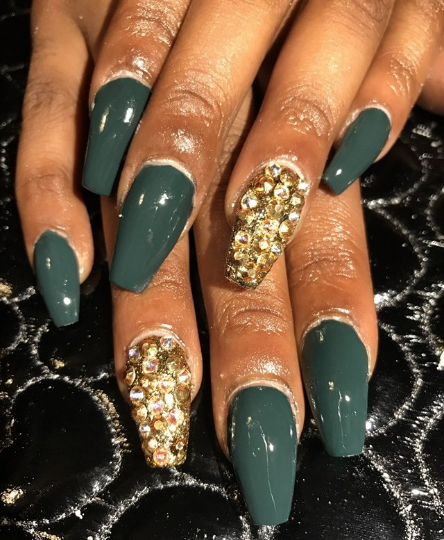 Day 257: Green & Gold Nail Art - - NAILS Magazine