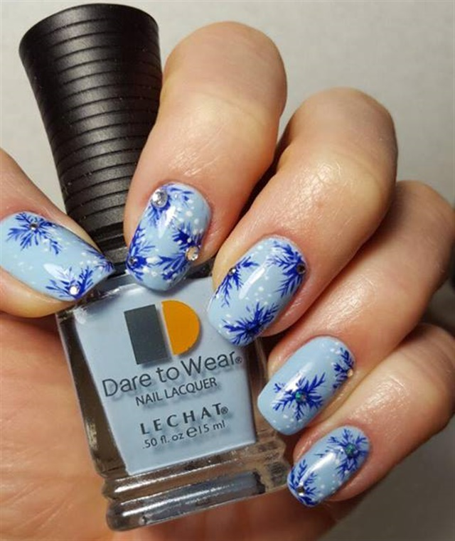 Day 358: Dare to Wear Holiday Nail Art - - NAILS Magazine