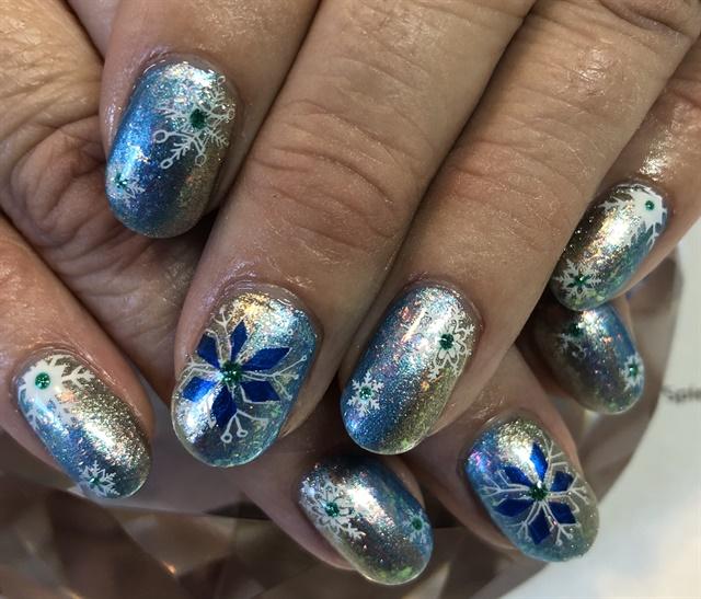 Day 360: Winter Snowflake Nail Art - Day 360: Winter Snowflake Nail Art - - NAILS Magazine