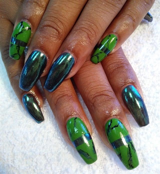 Day 107: Green Marble Nail Art - - NAILS Magazine