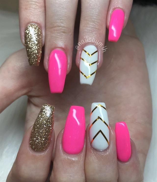 Fashion Nail Art Designs Game Pink Nails Manicure Salon: Day 141: Hot Pink And Gold Chevron Nail Art