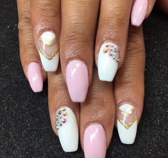 Day 15: Pink and White Chevron Nail Art - - NAILS Magazine