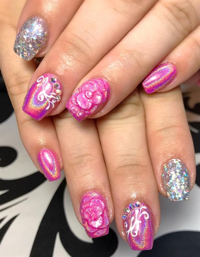 Day 18: Holo Flower Nail Art - - NAILS Magazine
