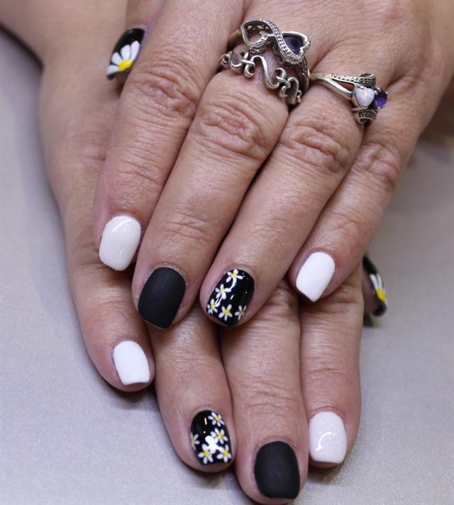 Day 213 White Daisy Nail Art Nails Magazine