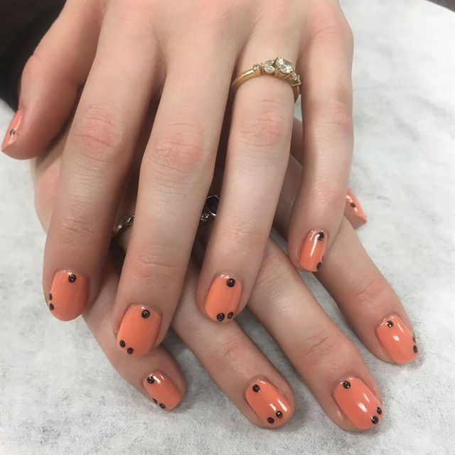 <p>One Modern Salon editor stepped away from her usual solid nude and tried a fun abstract.</p>
