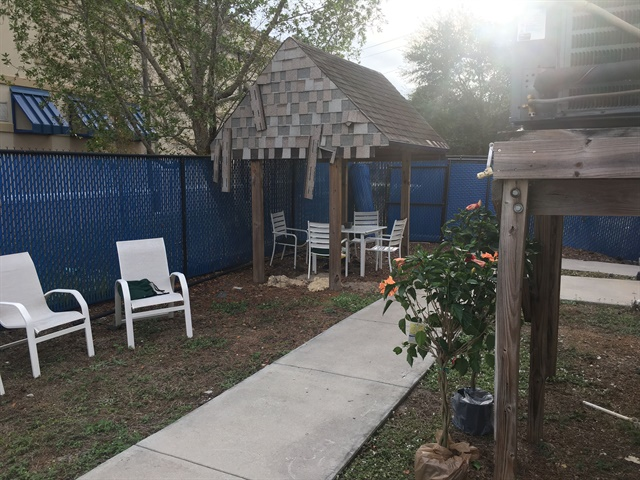 <p>You can make the most of the Florida weather at this fun outdoor hang-out for class breaks.</p>
