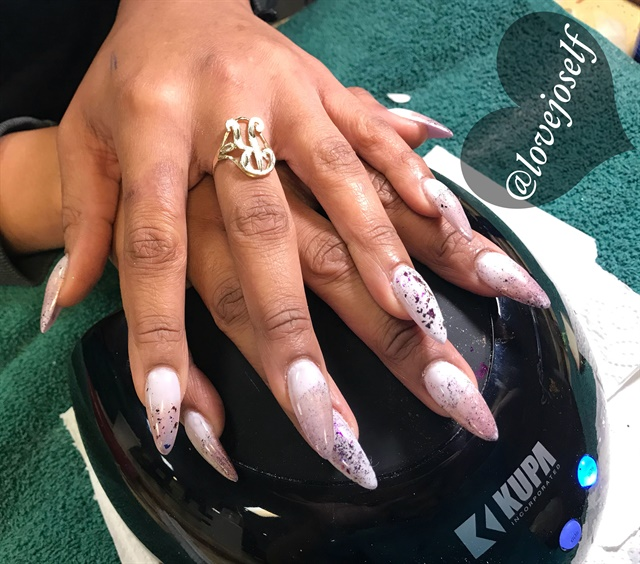 <p>I was in love with this set with the rose gold chrome tips and grape chrome flakes!</p>