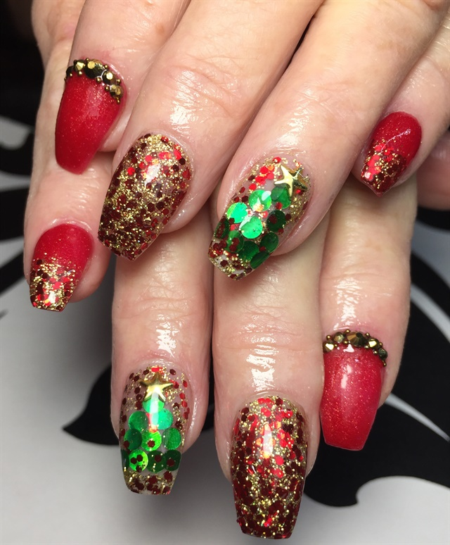 Day 327: Thanksgiving to Christmas Nail Art - - NAILS Magazine
