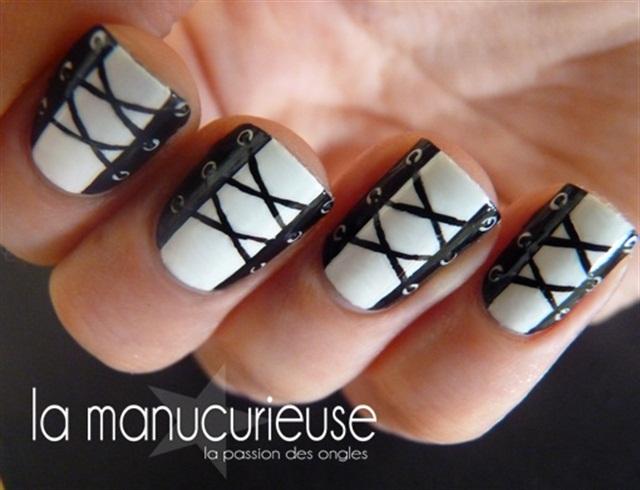 <p>Image via lamanucurieuse.blogspot.fr </p>