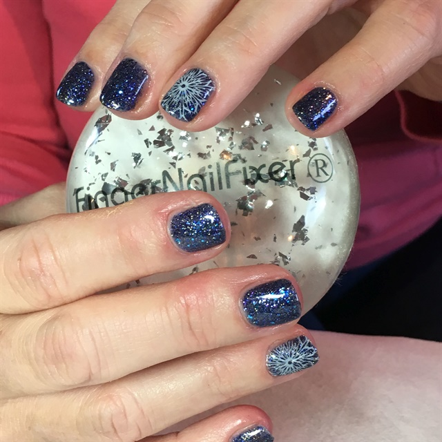 <p>It's been five years and now she has nails to die for.</p>