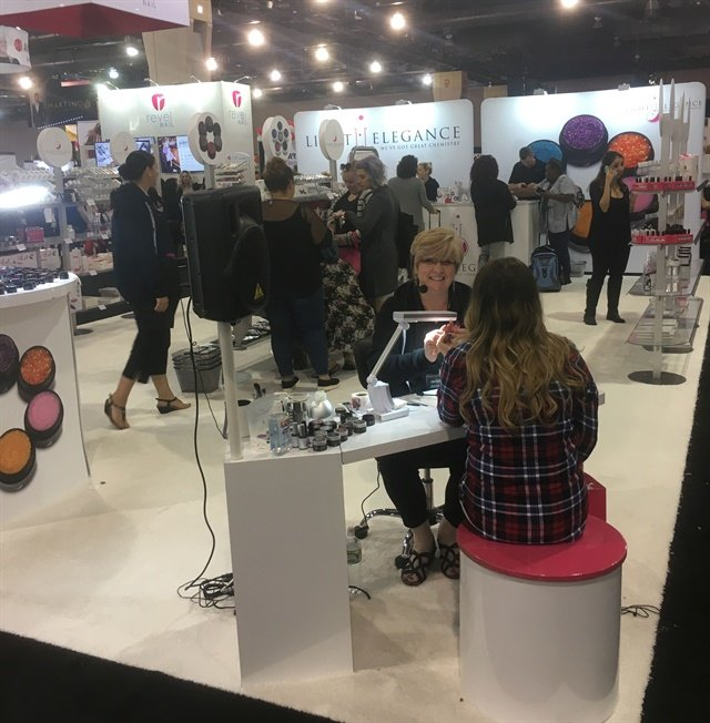 <p>Darcy Olin is doing some demos at the Light Elegance booth.</p>