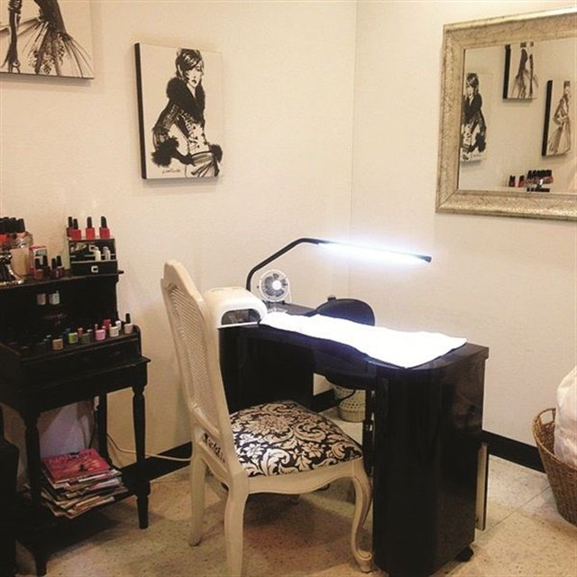 Mobile Nail Spa Los Angeles: [Black-and-White] Salon Décor We Love