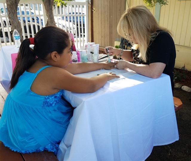 Nail artist Elsbeth Schuetz lends a hand.