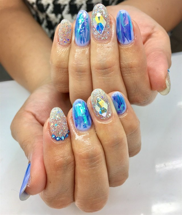 Black File Nail Social for New Year\'s Eve - - NAILS Magazine