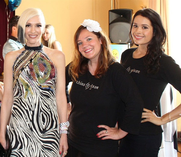 Host Gwen Stefani poses with China Glaze nail stylists Pilar Noire and Karen Gutierrez.