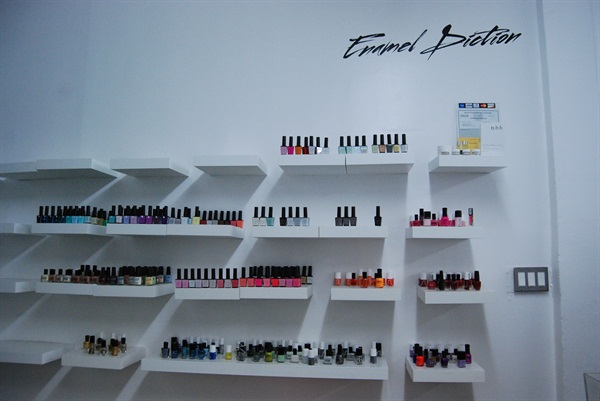 Enamel Diction's nail polish and gel-polish offerings include brands like Presto Nails, Vinylux, RGB, and among others.