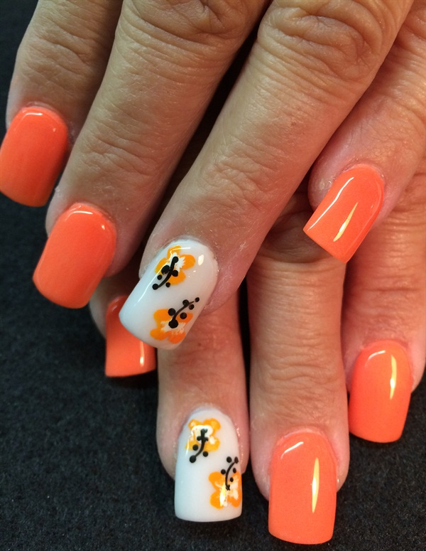 Day 224: Simple Hibiscus Nail Art - - NAILS Magazine