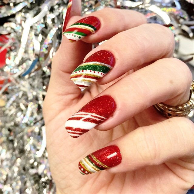 Day 350 red green gold nail art nails magazine prinsesfo Image collections