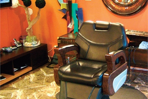 <p>The main barber chair is where Tray Saffore himself will often cut hair, grooming celebrities like Robin Thicke, Lil Bow Wow, Dwight Howard, and T-Pain.</p>