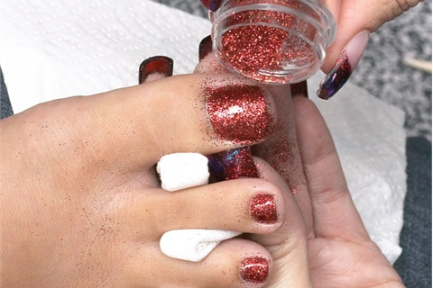 glitters to cure when doing gel nails? - Technique - NAILS Magazine