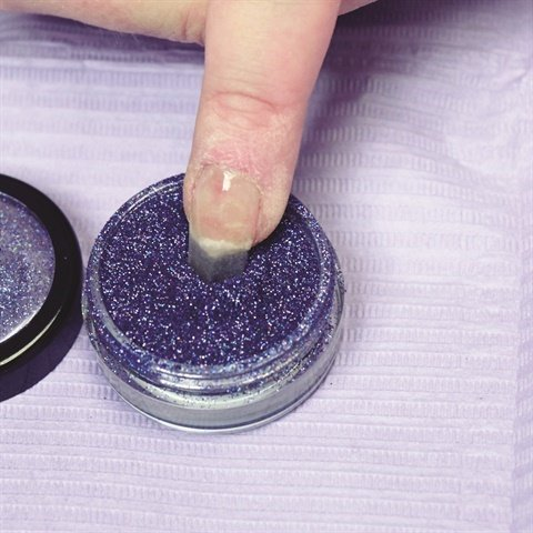 Photo via Simplicite PolyDip Glitter Gel Tutorial