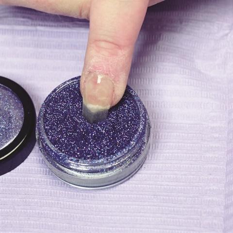 "<p>Photo via <a href=""http://www.nailsmag.com/demoarticle/119947/simplicite-polydip-glitter-nail"">Simplicite PolyDip Glitter Gel Tutorial </a></p>"