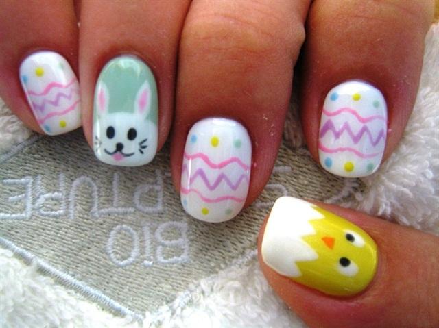 "<p>Via <a href=""http://nailartgallery.nailsmag.com/diamond_nails/photo/302300/easter-theme"">Nail Art Gallery</a></p>"