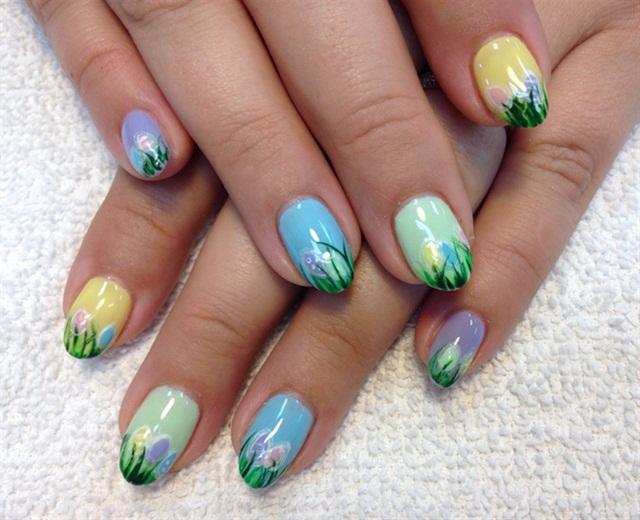 "<p>Via <a href=""http://nailartgallery.nailsmag.com/creativeedge/photo/437956/pastel-easter-eggs"">Nail Art Gallery </a></p>"