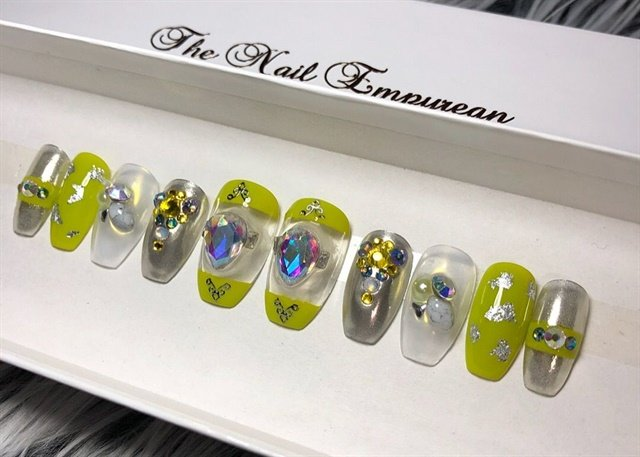 "<p> Nails by <a href=""https://www.etsy.com/au/shop/TheNailEmpyrean"">The Nail Empyrean</a></p>"