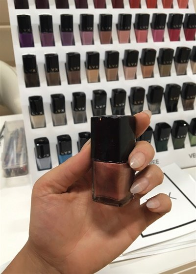 <p>I love this rose gold polish color.</p>