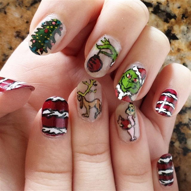 "<p>Via <a href=""http://nailartgallery.nailsmag.com/bethgrunza/photo/424413/the-grinch"">Nail Art Gallery</a></p>"