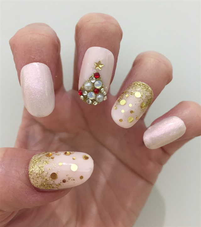 Feminine And Fun Christmas Tree Nail Art Style NAILS