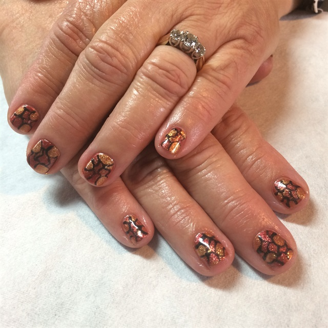 <p>Nails by Holly Schippers</p>