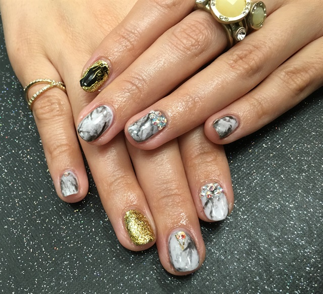 <p>My marble mani was inspired by the smokiness of the NTNA S. 3 logo.</p>