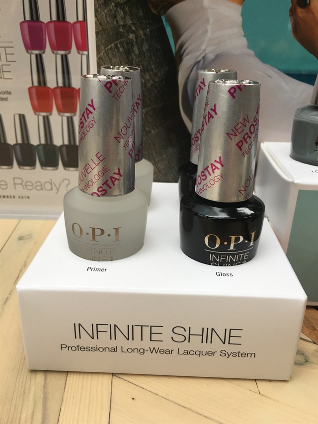 <p>Infinite Shine Primer and Gloss with ProStay technology</p>