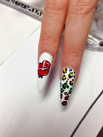 <p>Nail art by Banks </p>