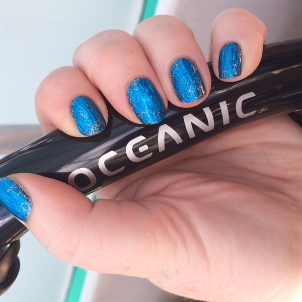 Using Your Favorite Dark Blue Cnd Shellac Or Gel Polish Ly One Coat To The Nails And Cure Next A Foil With Any Holographic Design In As