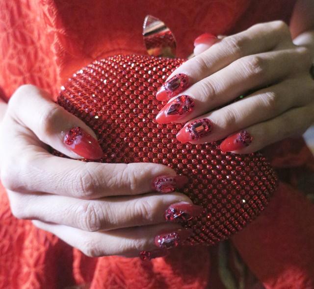 <p>Yoko Sakakura's nails</p>