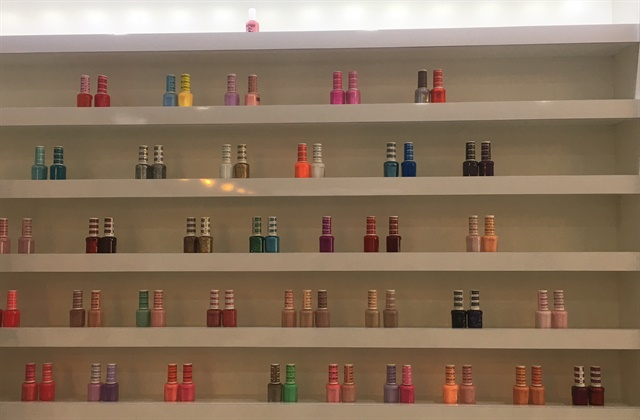 <p>Dip powder is included along with polish and gel-polish on the salon's color wall</p>