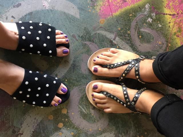 <p>Airbrushed floors at G Nails!</p>