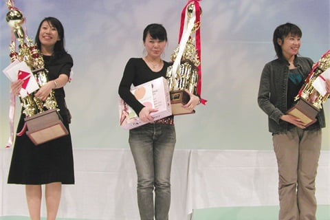 <p>Yumi Yokoyama (left) was awarded Professional Grand Master for 2003. Kaori Seki (middle) was first runner-up and Ryoko Wada (right) was second runner-up.</p>