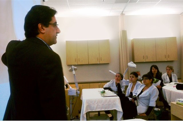 Lexli founder Dr. Ahmed Abdullah presents to a group of esthetic students. Photo courtesy of Lexli.com.