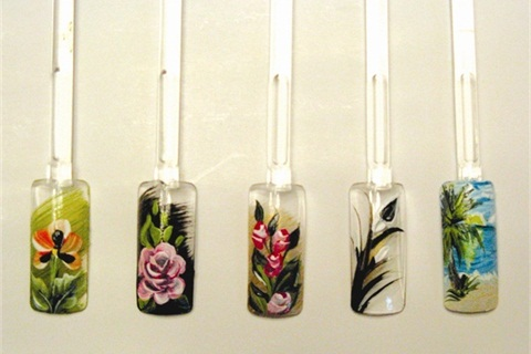 <p>A liner brush was used to create the petals in this flower nail art by Donna Dewberry. </p>