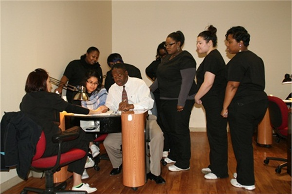 <p>Royan Williams of Chicago Nail School instructing a group of students.</p>