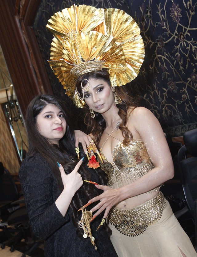 <p>Anubhooti Khanna with model and Mrs. India contestant Sakshi Sharma</p>