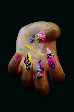 <p>Nail art by Mr. Luis</p>