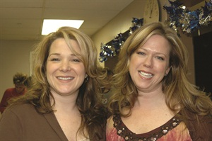 <p>Michelle Yaksich (right) with her sister Denise</p>