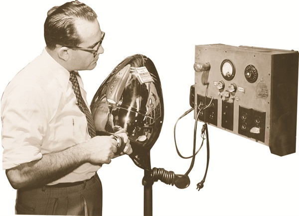 <p><span>Harvey Cohen Testing a Model 400 DL Dryer</span></p>