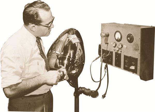 <p><span>Harvey Cohen Testing a Model 400 DL Dryer</span></p>