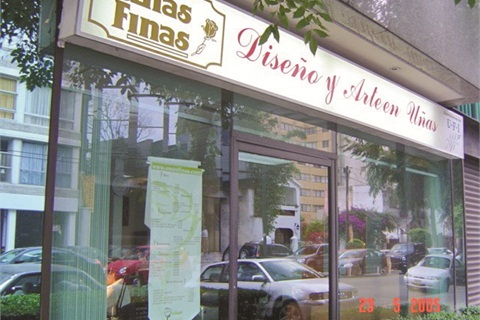 <p>Unas Finas is one of the few nails-only salon chains in Mexico. The chain offers a range of services, including natural nails and artificial enhancements.</p>